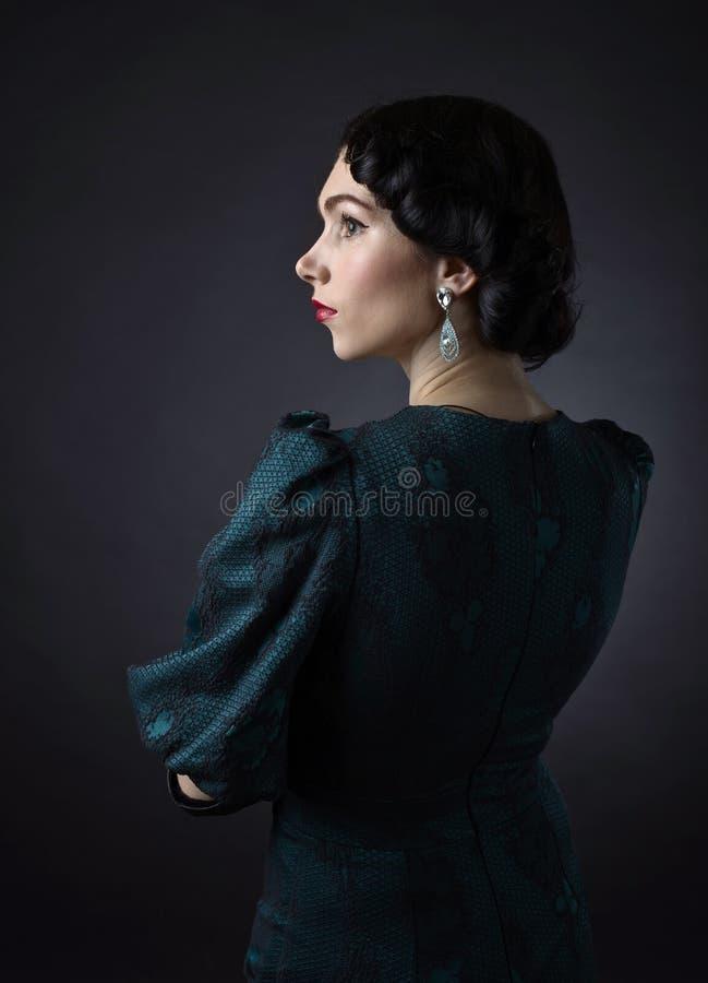 Jonge Mooie Vrouw in Retro Stijl royalty-vrije stock foto's