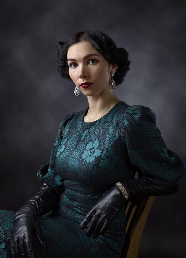 Jonge Mooie Vrouw in Retro Stijl royalty-vrije stock fotografie