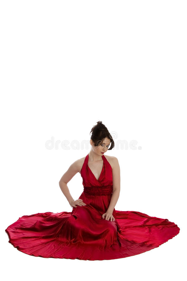 Jonge mooie vrouw in rode avondjurk royalty-vrije stock afbeeldingen