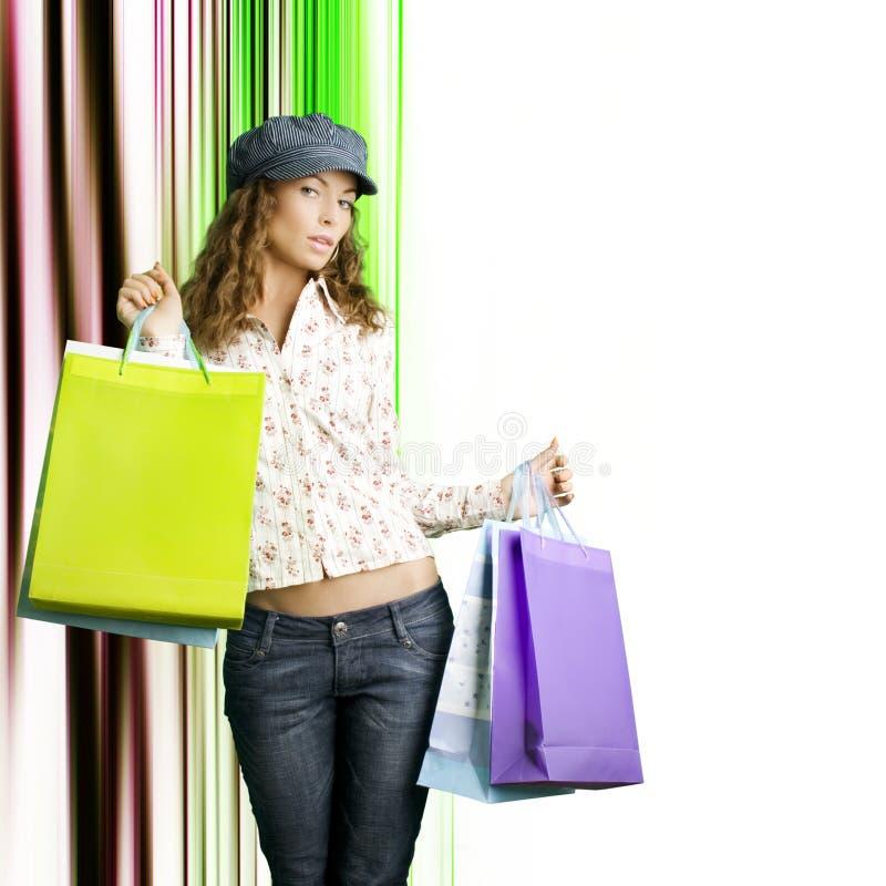 Jonge mooie vrouwen met haar het winkelen zakken royalty-vrije stock foto