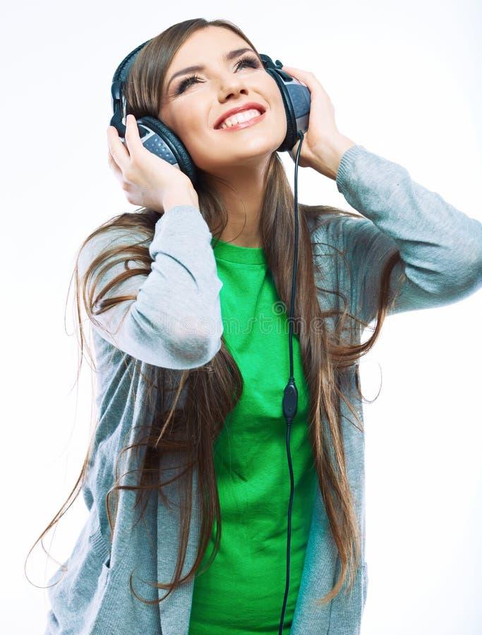 Jonge motievrouw met hoofdtelefoons het luisteren muziek. Muziekteena stock fotografie