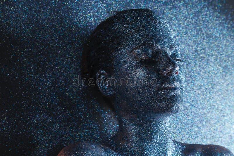Jonge mystieke fantasievrouw van een andere wereld royalty-vrije stock afbeeldingen