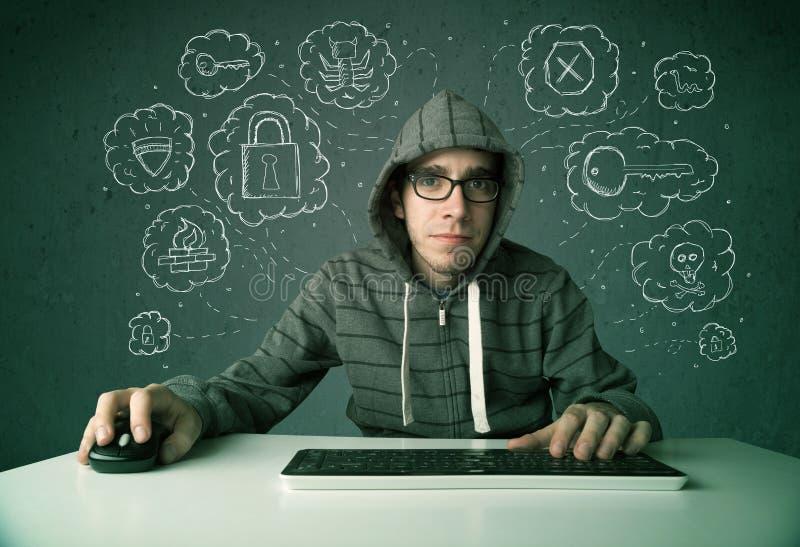 Jonge nerdhakker met virus en het binnendringen in een beveiligd computersysteem gedachten stock foto
