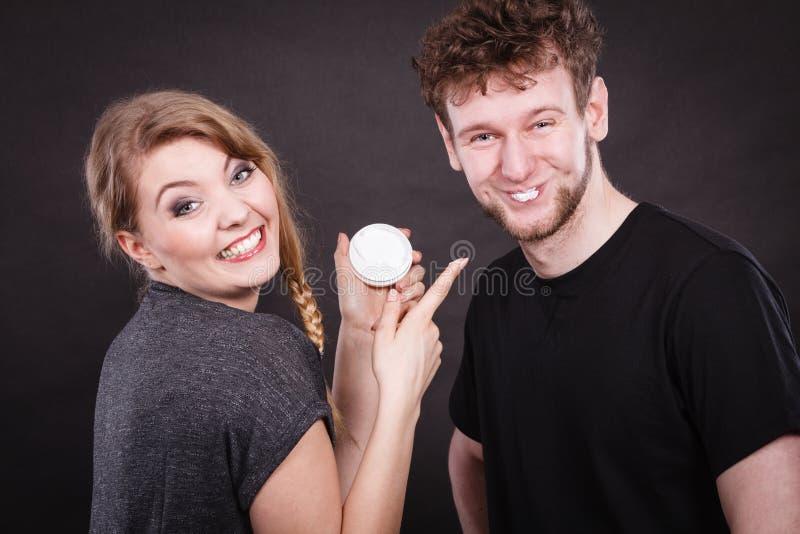 Jonge paar en huidzorg royalty-vrije stock foto's