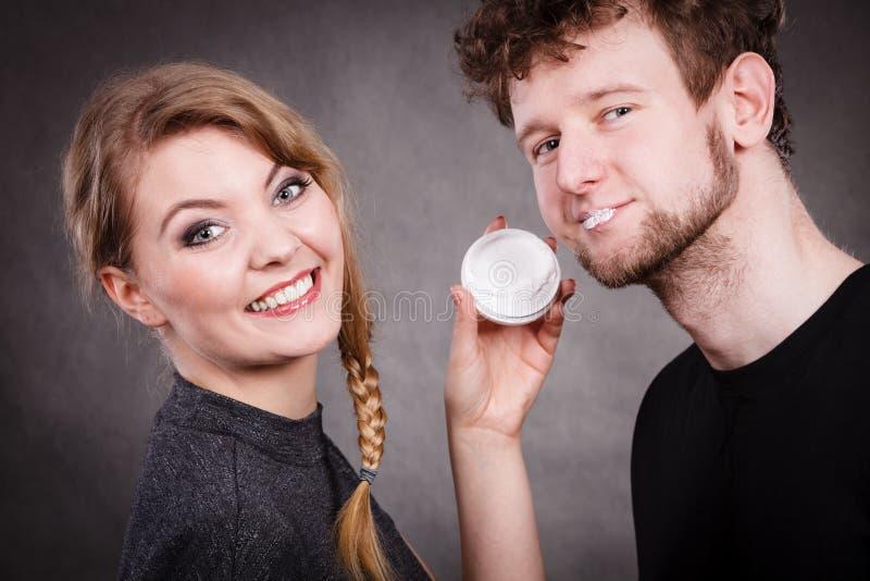 Jonge paar en huidzorg royalty-vrije stock foto
