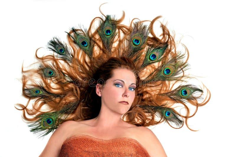 Jonge redhead vrouw met buitensporig kapsel royalty-vrije stock fotografie
