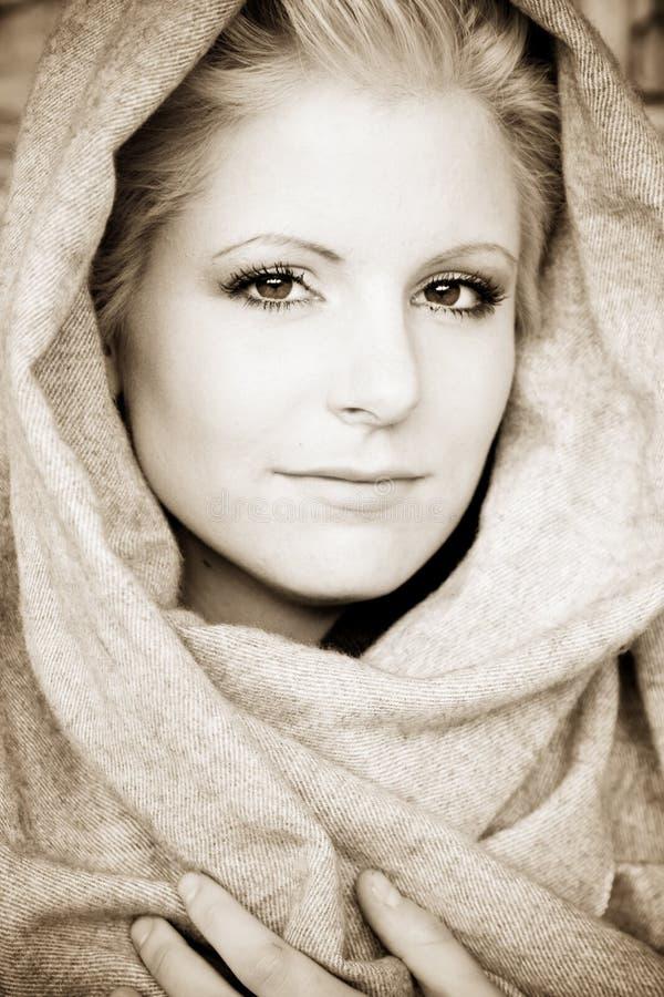 Jonge schoonheid die Arabische sluier draagt stock afbeeldingen