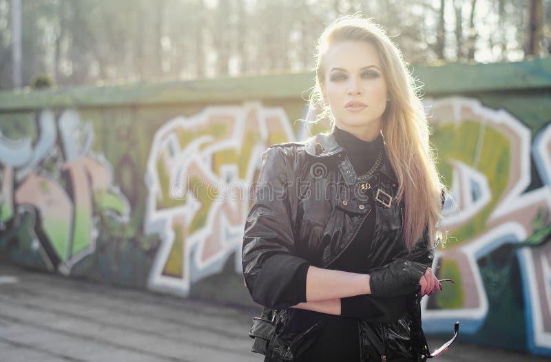 Jonge sexy blonde vrouw royalty-vrije stock foto's
