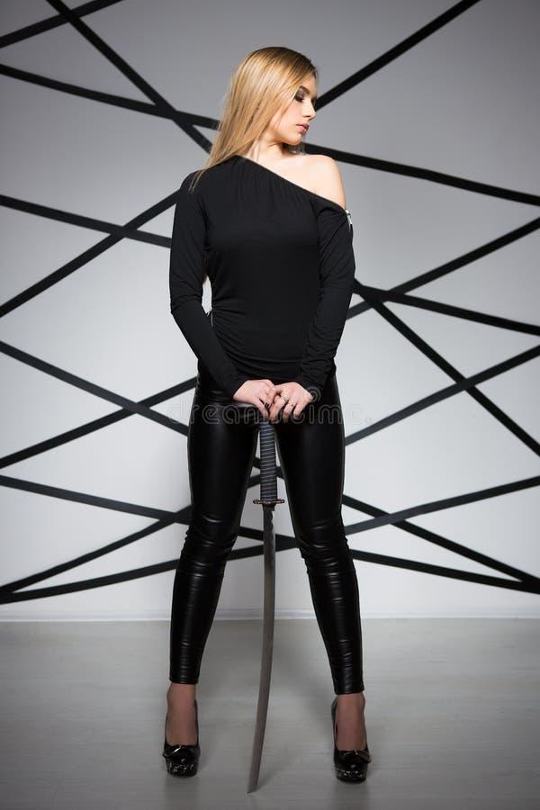 Jonge sexy blonde vrouw royalty-vrije stock fotografie