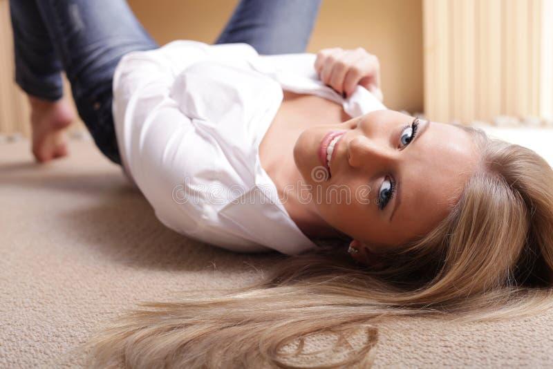 Jonge sexy mooie vrouw royalty-vrije stock fotografie