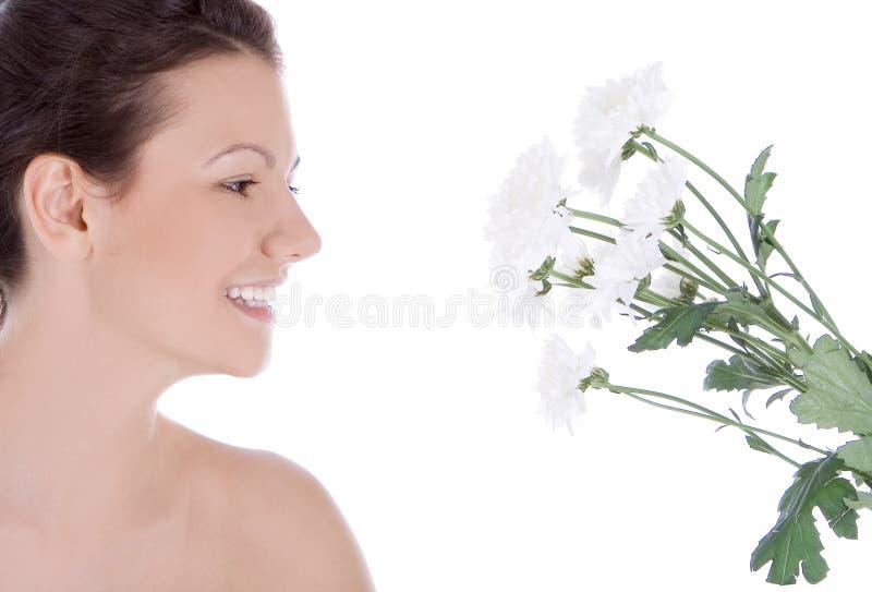 Jonge sexy vrouw met een witte bloem stock foto's