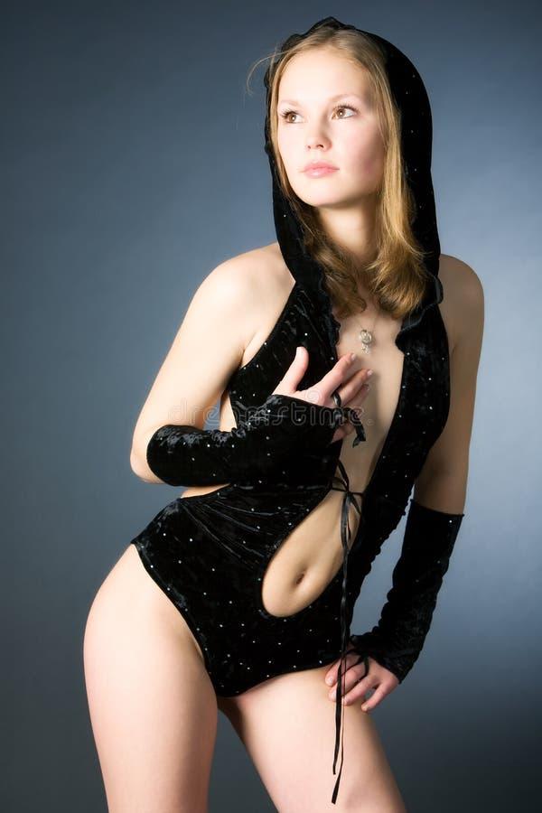 Jonge slanke vrouw in sexy kleding stock foto