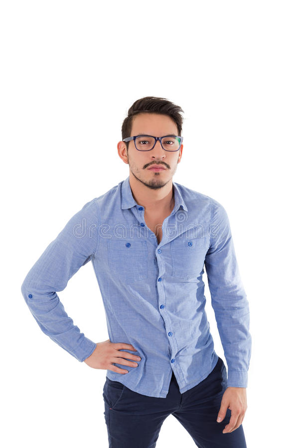 Jonge Spaanse mens met blauwe overhemd en glazen stock foto's
