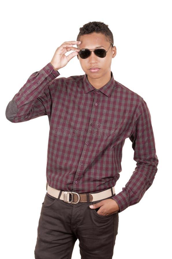 Jonge Spaanse mens met toevallige kleding en royalty-vrije stock afbeelding