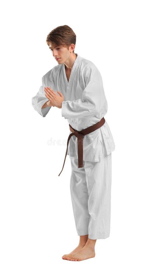 Jonge sportieve mens in kimono op witte achtergrond stock foto