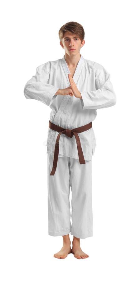 Jonge sportieve mens in kimono op witte achtergrond stock afbeeldingen