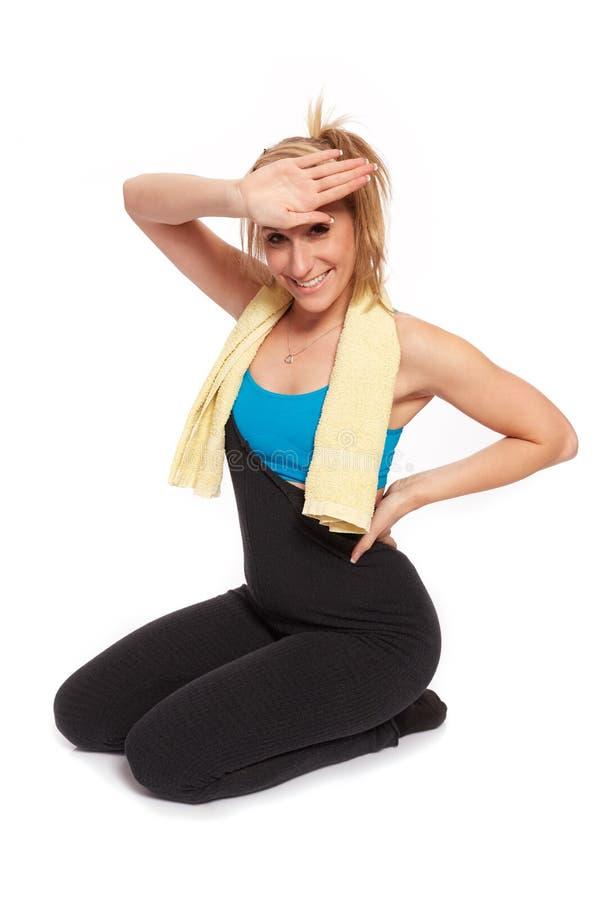 Jonge sportieve vrouw in de opwarmingstraining stock foto's