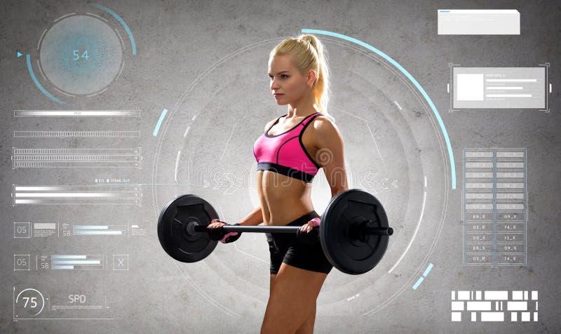 Jonge sportieve vrouw die met barbell uitoefenen royalty-vrije stock foto