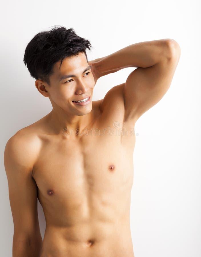 Jonge sportmens met perfect fitness lichaam royalty-vrije stock foto's