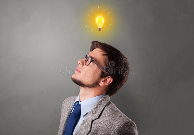 Jonge student die nieuw idee zoeken stock fotografie