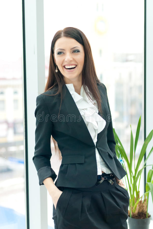 Jonge succesvolle bedrijfsvrouw stock fotografie