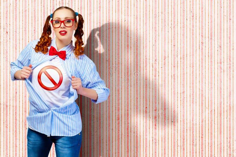 Jonge super heldenvrouw stock fotografie