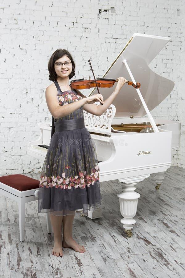 Jonge violist stock foto