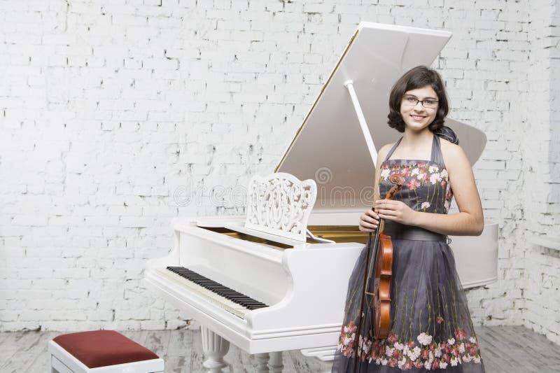 Jonge violist royalty-vrije stock fotografie