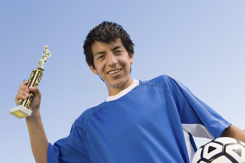 Jonge Voetbalster die een Trofee houden stock foto's