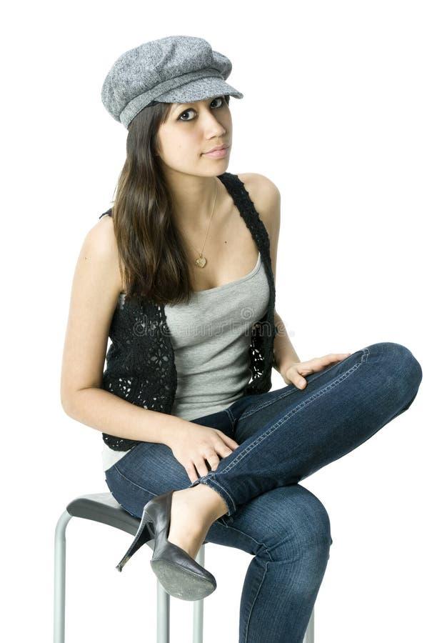 Jonge volwassen zitting op een kruk royalty-vrije stock foto