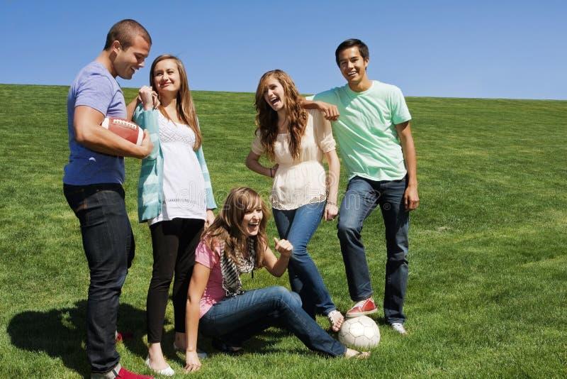 Jonge vrienden die Pret hebben samen royalty-vrije stock foto