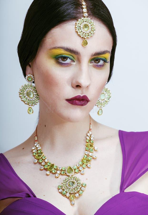 Jonge vrij Kaukasische vrouw zoals Indiër in etnisch royalty-vrije stock foto