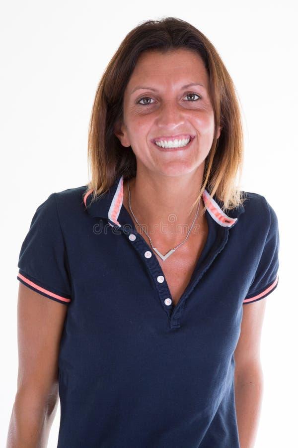 Jonge vrolijk tan van het de sportmeisje van het vrouwenportret geschikte en slanke royalty-vrije stock foto