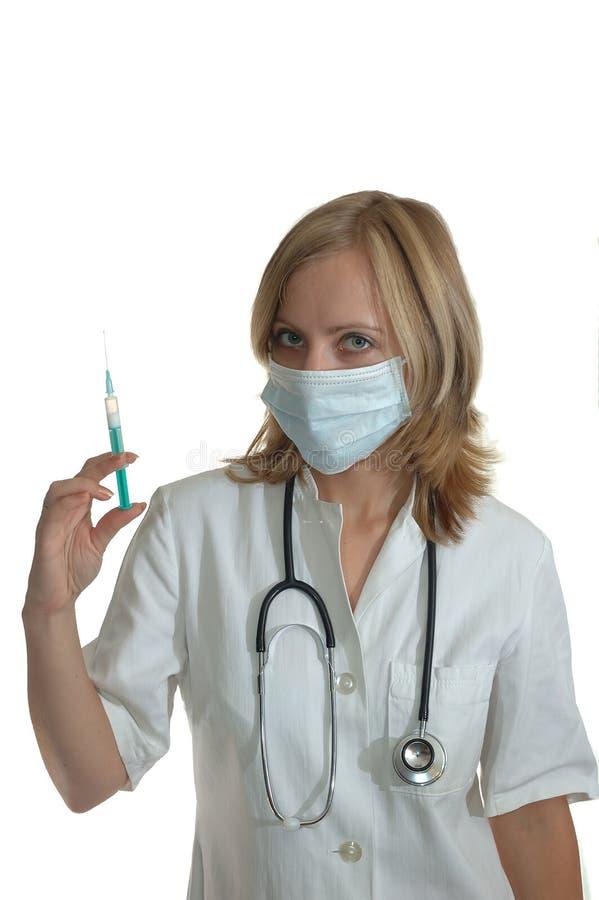 Jonge vrouw arts met spuit stock foto's