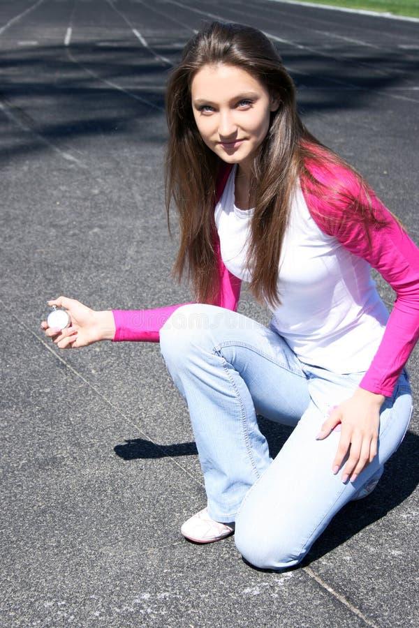 Jonge vrouw bij de sportconcurrentie royalty-vrije stock afbeeldingen