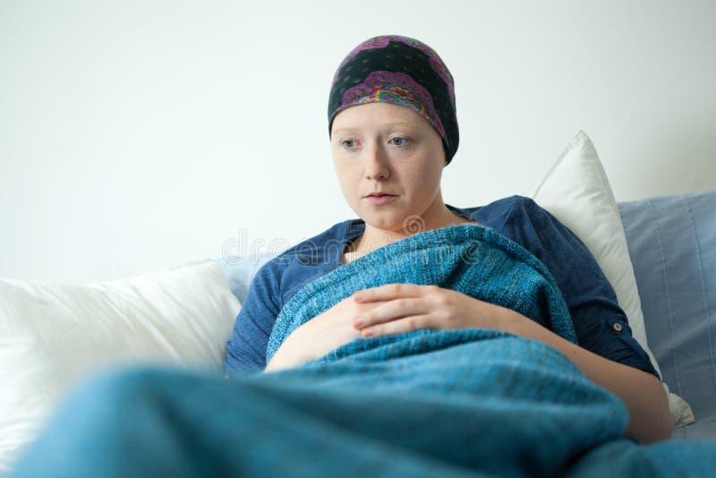 Jonge vrouw die carcinoom hebben royalty-vrije stock fotografie