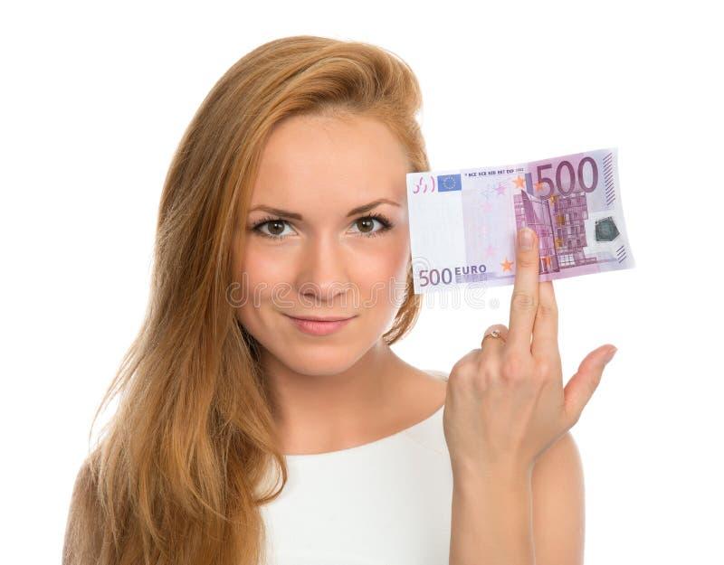 Jonge vrouw die contant geldgeld steunen vijf honderd euro stock foto's