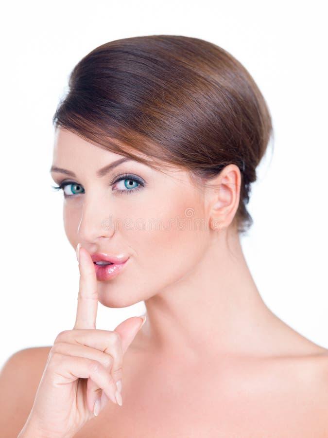 Jonge vrouw die een doen zwijgend gebaar maken royalty-vrije stock afbeelding