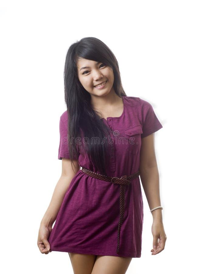 Jonge vrouw die een kleding draagt stock foto's