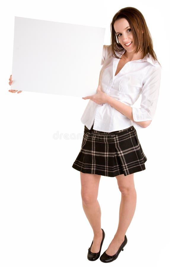 Jonge Vrouw die een Leeg Wit Teken houdt stock foto's
