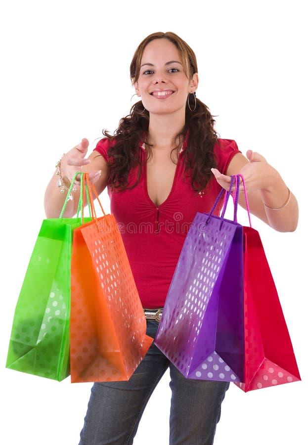 Jonge vrouw die een paar kleurrijke het winkelen zakken houden stock fotografie