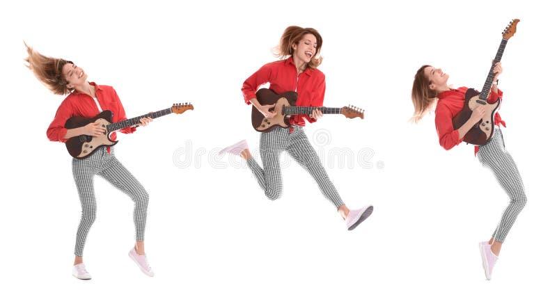 Jonge vrouw die elektrische gitaar op wit spelen stock foto