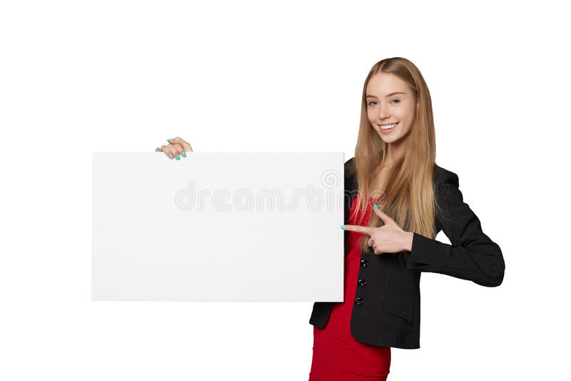 Jonge vrouw die erachter, de lege banner van de reclameraad houden, over royalty-vrije stock afbeelding