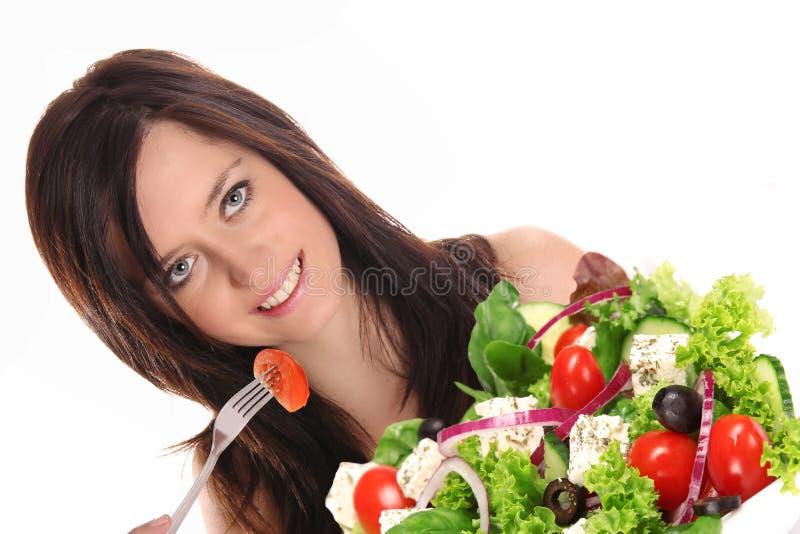 Jonge vrouw die gezonde salade eet royalty-vrije stock fotografie