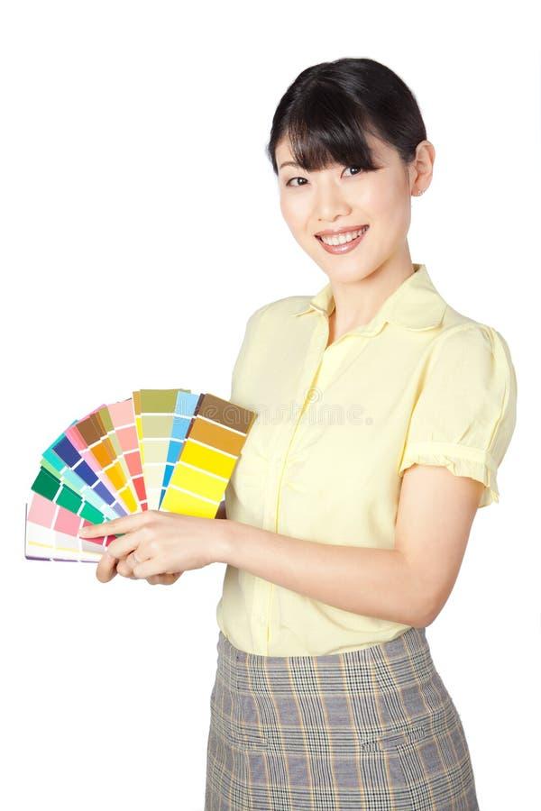 Jonge Vrouw die Kleurengrafiek tonen stock foto's