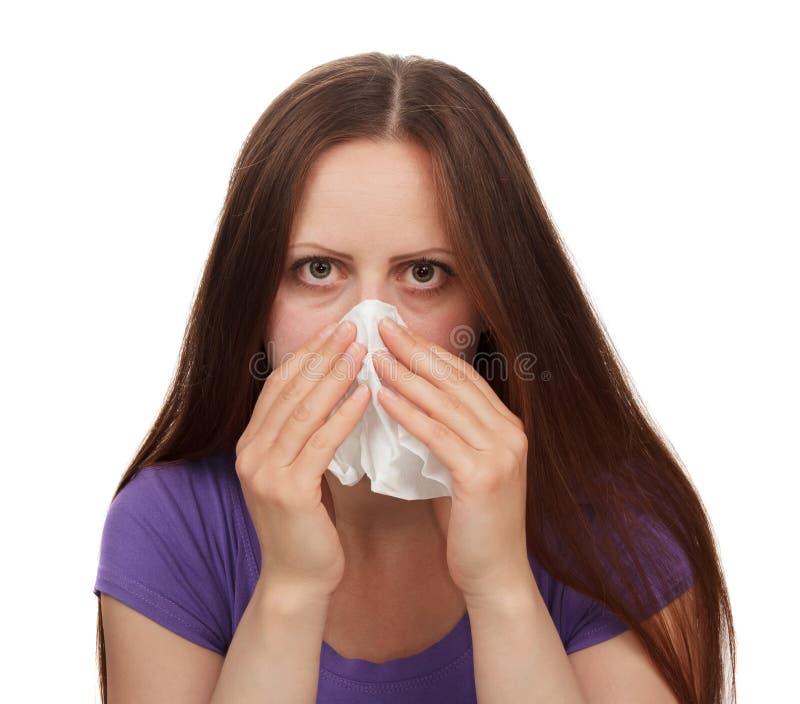 Jonge vrouw die die met allergie lijden op wit wordt geïsoleerd Het concept het probleem van allergische reacties royalty-vrije stock foto's