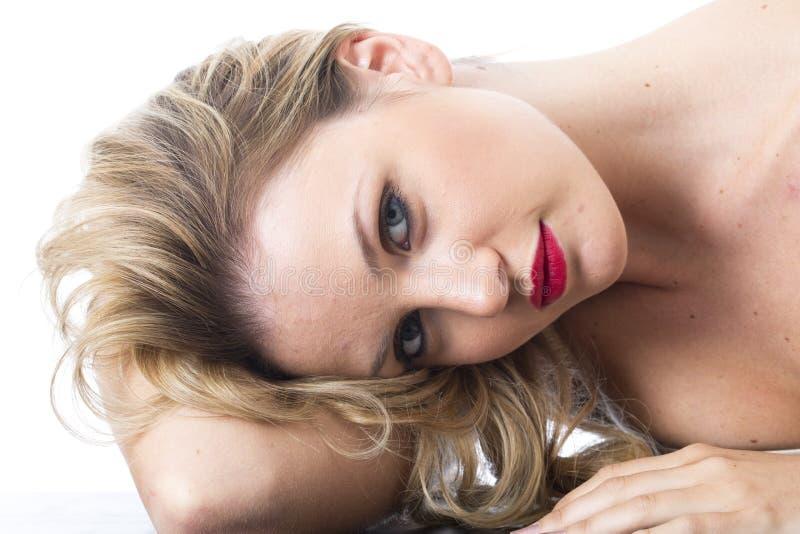 Jonge Vrouw die Nadenkende Ongelukkige Droevige Verward denken royalty-vrije stock foto's