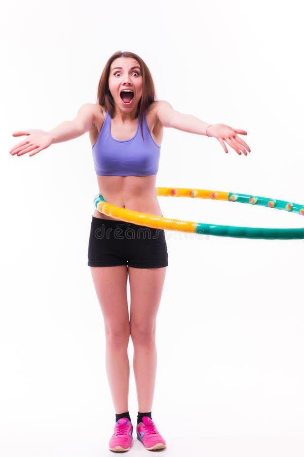 Jonge vrouw die oefeningen met hoepel doen royalty-vrije stock afbeelding