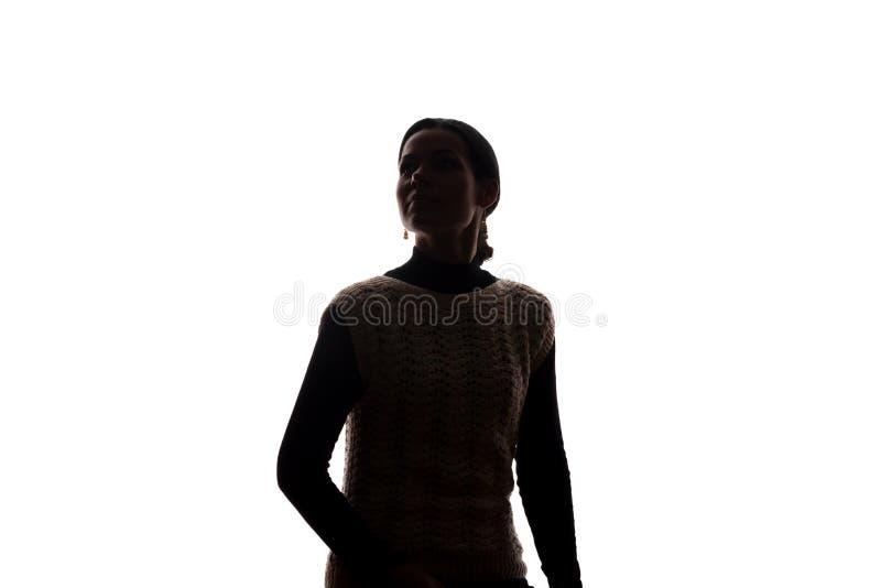 Jonge vrouw die omhoog - horizontaal silhouet kijken stock foto