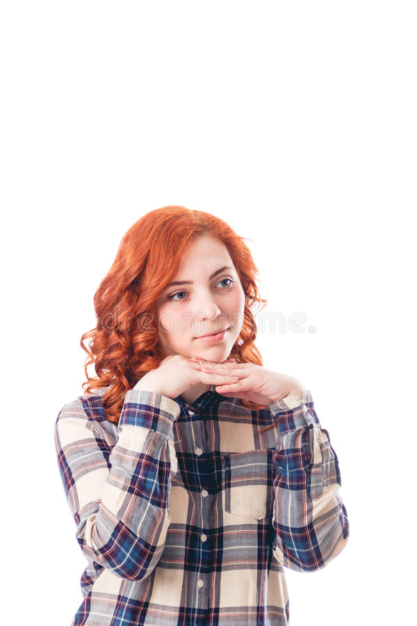 Jonge vrouw die op haar die handen leunen, over witte achtergrond worden geïsoleerd royalty-vrije stock foto's